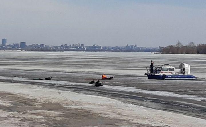 ВТатарстане cотрудники экстренных служб помогли выбраться наберега рек трем людям